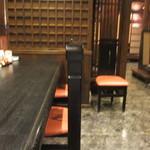 30402483 - お店には離れの個室を初め大広間等の様々な客層に対応出来る様になってますが私は一人だったんで一階奥のカウンターで食事をさせていただきました。