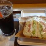 サンマルクカフェ - サーモンとトマトのクロサンド、アイスコーヒー:500円 (2014/9)