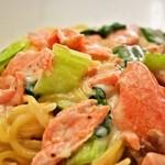 ランチ&バー 花菜 - 9.10.11月限定パスタ「秋鮭とチンゲン菜の特製クリームソース」