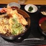 わたや - 料理写真:エビと野菜の天丼