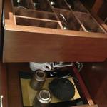 30406144 - 上段にシャンパングラス、ワイングラス、ガラスコップ                       下段にティーカップや湯呑みなど