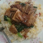 30408566 - 牛バラ炒飯 お肉の塊うれしいごろごろ。