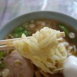 城前 ハトヤ食堂 - 会津らしい縮れ麺、鈴木製麺?
