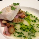 30413848 - 魚料理 新鮮な野菜とハーブをたっぷり身はプリプリ!