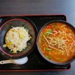 楽楽鮮 - 料理写真:四川ラーメン&炒飯(ランチセット)
