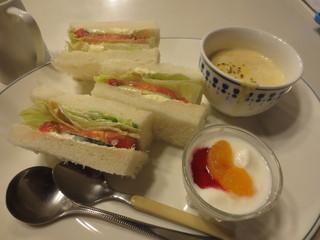香里鐘 - サンド&カップスープ&ブルーベリーヨーグルト