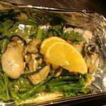 ふわとろ本舗 - 牡蠣と春菊の炒めもの⇒もうちょいプリっと感が欲しいかも。