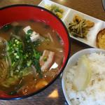 島たぁーち - 沖縄味噌汁定食です。