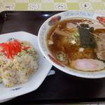 ターミナル食堂 - 料理写真:ターミナル食堂 炒飯ラーメンセット 820円
