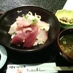 30432971 - 海鮮丼 880円