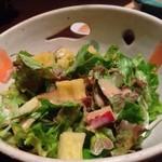 ビストロらんちょす - サツマイモダイスの入ったサラダ