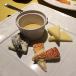ビストロ フランベ - チーズ盛り合わせ