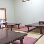中嶋飯店 - テーブル席