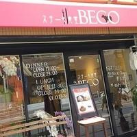 ステーキ食堂 BECO - ガラス張りの店舗。