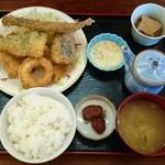桂や - ミックスフライ定食(600円)