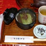 茶房 山中 - 草餅ぜんざい 500円 口直しは、山椒の実と塩昆布です