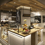 カフェ&ブックス ビブリオテーク - コーヒーやベイクドケーキのテイクアウトも。WEEKENDは雑誌で紹介されるほど人気のケーキ。