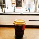 Paper Back Cafe - ホットコーヒー。電源完備ですね^^