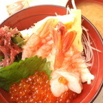 えびせい - エビいくら丼(1500円)