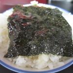 黒一番 - スープ浸し海苔オンザライス
