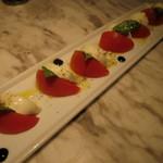 砂漠の薔薇 GINZA - フルーツトマトのカプレーゼ(\1,300-)