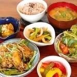 キラキラキャッチン - 週替わりの美バランス定食は、よりヘルシーに野菜たっぷりになりました。