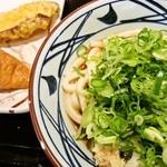 丸亀製麺 - サイドにいなり寿司と さつまいも天
