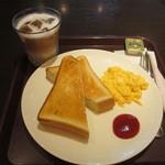 サンドイッチカフェ リール - トースト&スクランブルエッグセット+アイスカフェラテ 470円+40円