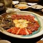 韓灯 - 2014.9 牛一頭 各一枚切り10品(2,800円×5人前)