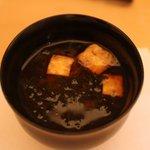 和食 瑞木 - 油揚げの赤だし、海苔入り