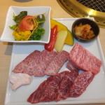 30457159 - 特選和牛焼肉ランチ 3700円 セット焼肉 【 2014年9月 】