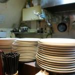 中華粥 香港ロジ - いわゆる中華料理屋の雑多な雰囲気です。