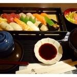30461404 - 徳用鮨ご膳(1300円:税込)・・にぎり12貫・サラダ・茶碗蒸し・赤だしのセットです。