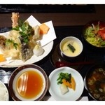 30461410 - 天ぷらご膳(1300円:税込)・・天ぷら・茶碗蒸し・サラダ・赤だしのセットです。