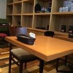 ステフォレ - ベーシックなテーブルと椅子、落ち着きます