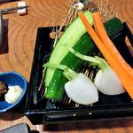伊達酒場 強太朗 - お通し(生野菜の味噌マヨネーズ添え;2人分)