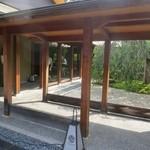 蘇山荘 - 左が徳川(レストラン)、右が蘇山荘です。