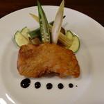 ウンディチ - 料理写真:宮崎産日向鶏モモ肉のカリカリステーキ
