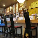麺屋 極み - カウンター席。夜は居酒屋さんになるそうです。