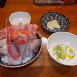 海王桜山 - 料理写真:海王桜山 ランチ海鮮丼(並) 500円