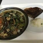 30471044 - 左は山菜蕎麦 右はほっけの塩焼き