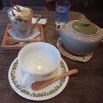 カフェ クウワ - 季節のパフェとダージリン