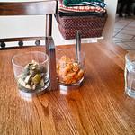 いーとん - テーブル上の薬味