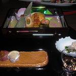 3048158 - 食前酒:梅酒、先付:春菊浸し、手毬寿司、前菜:あわび無