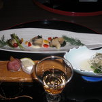 3048162 - 食前酒:梅酒、先付:春菊浸し、手毬寿司、前菜:蒸しあわび三重奏