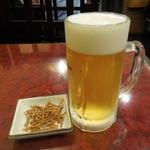 名代そば吉  - ビールセットで最初に配膳されたビールとおつまみ