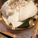 豆助 - ☃ざる盛りすくい豆富☃ 濃厚、ねっとりな豆富です。 塩を一振りして食べると、より旨味が増して美味しいです^ ^