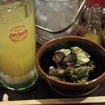 ナンクル食堂 - 亀の手(浜坂産)とシークゥワーサー酎ハイ