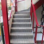 ビオディナミコ - この階段を上がった右に入口があります☆