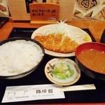 豚珍館 - とん定(699円)赤だし味噌汁